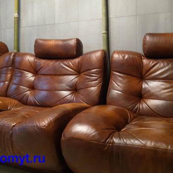Кресла в комнате ожидания Albert&Shtein